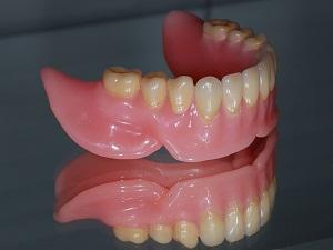 материал для съемных зубных протезов