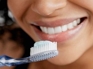 Как отбелить зубы в домашних условиях без вреда для зубов