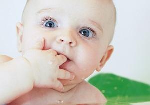 в каком возрасте режутся зубки