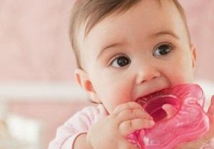 во сколько у детей начинают резаться зубки