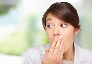 Изо рта пахнет ацетоном у взрослого причины