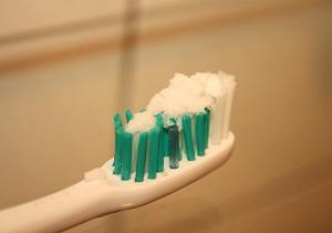 отбеливание зубов перекисью и содой