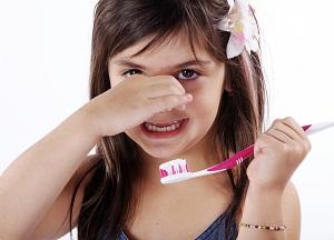 как избавиться от неприятного запаха изо рта у ребенка