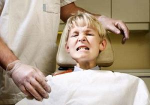 почему ребенок скрежет зубами во сне